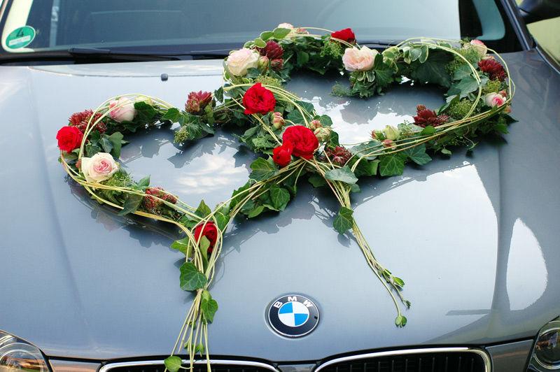 Beispiel: Florale Autodekoration, Foto: Gärtnerei und Floristik Stephan.