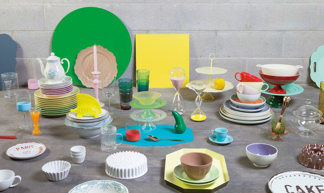 Colorful, modern and stylish: the Bitossi collections allow you to set up a table made of true of shapes, materials and styles. The collection includes white plates, pastel glassware, Baroque mugs, and trays made with organic materials. The only limit is your imagination.