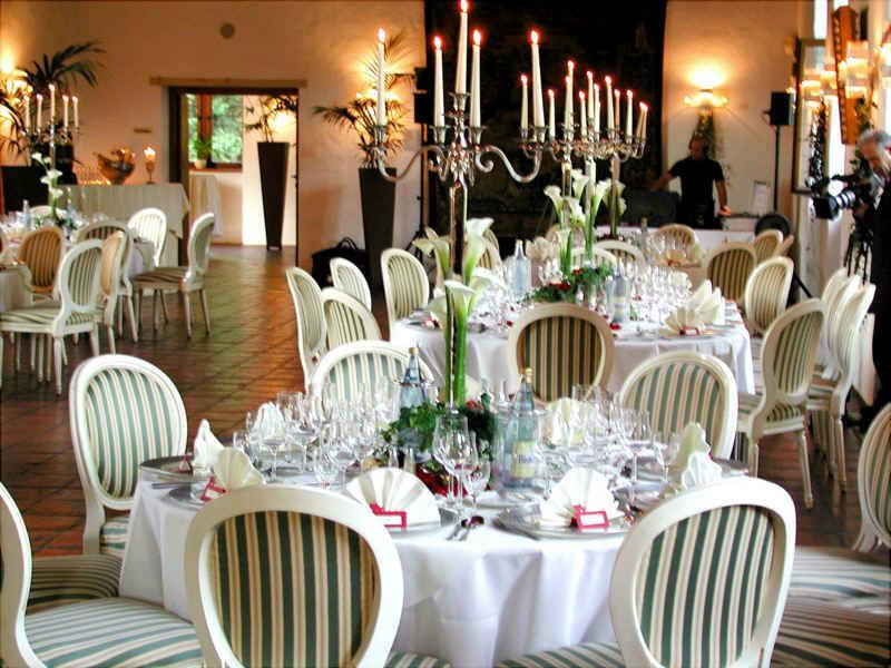 Beispiel: Leuchter auf Tisch, Foto: Schloss Reinbek.