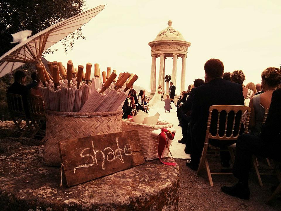 Están leyendo sus votos en Mallorca. Las entrevistas se hicieron vía Skype. Fue una boda internacional, elegantísima