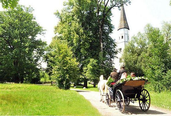 Beispiel: Hochzeitskutsche, Foto: Schloss Pertenstein.