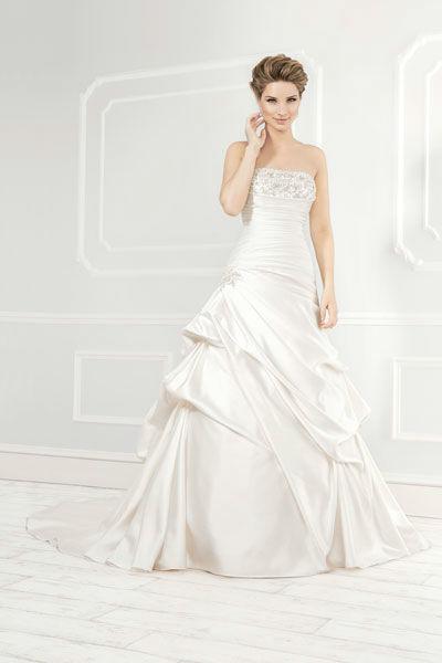 Beispiel: Trägerloses Brautkleid, Foto: Mery's Couture Bern.