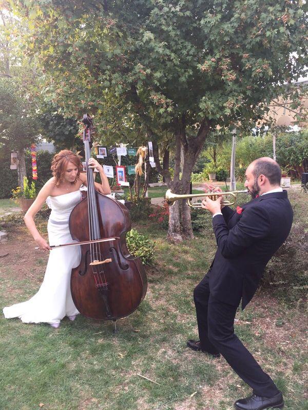 Like a Dream: musicisti in giardino
