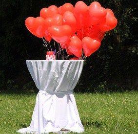 Beispiel: Ballon-Dekoration außen, Foto: BallonMOBIL.