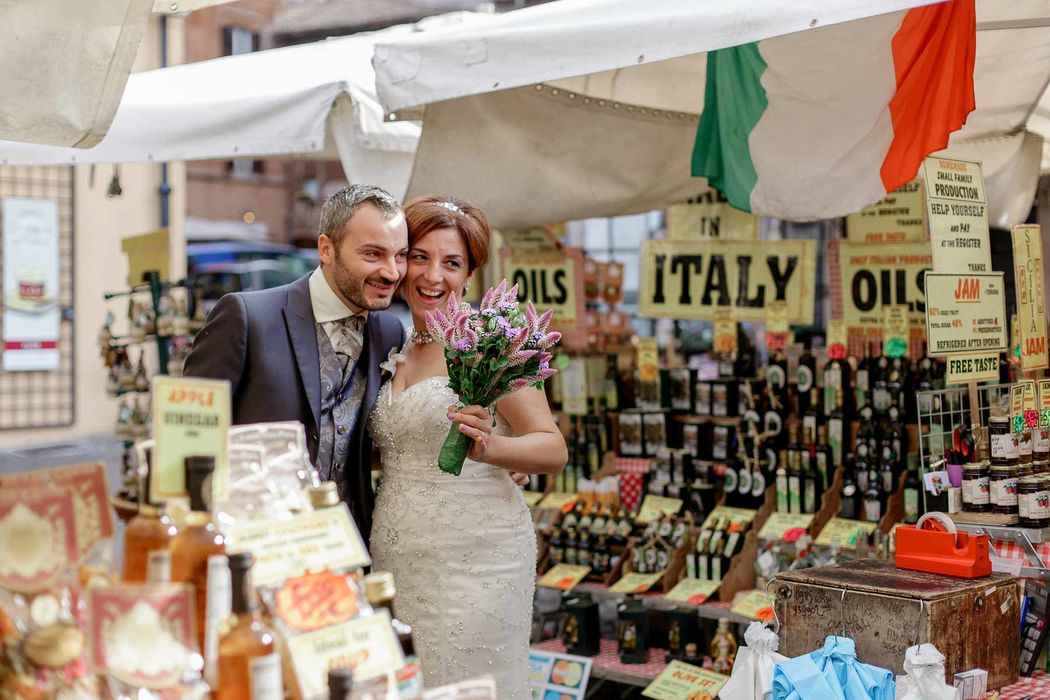 italian engament rome  couple angela.photo angela matrimonio fidanzamento trashthedress nozze italia sposi roma foto coppia campo de' fiori