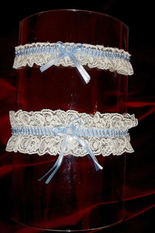 Beispiel: Strumpfband, Foto: Der Brautladen Accessoires.