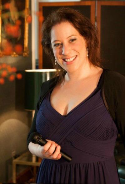 Beispiel: Sängerin Nataly Graf, Voice & Piano.