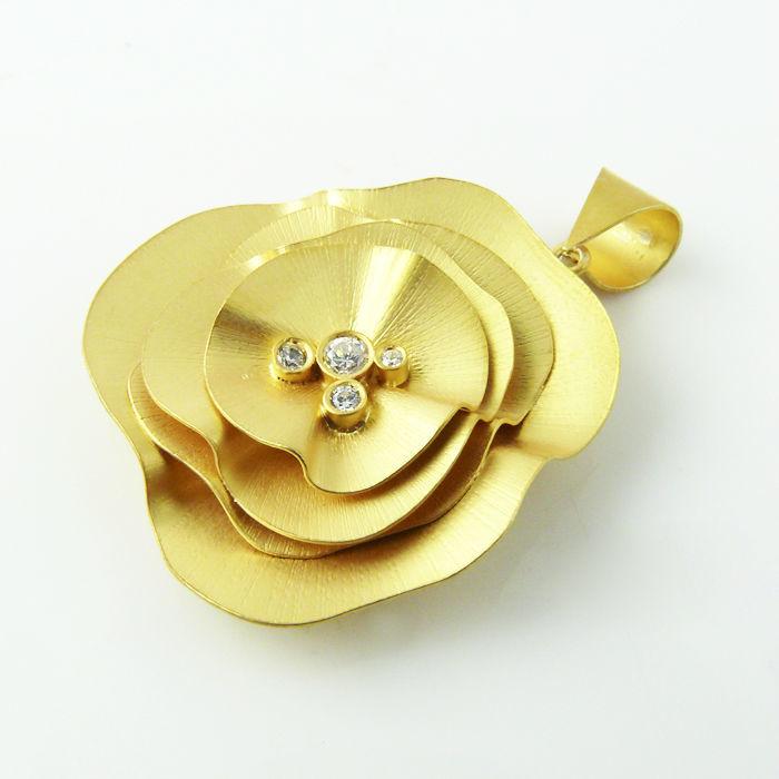 Colgante L Boheme en plata de ley bañada en oro y circonita