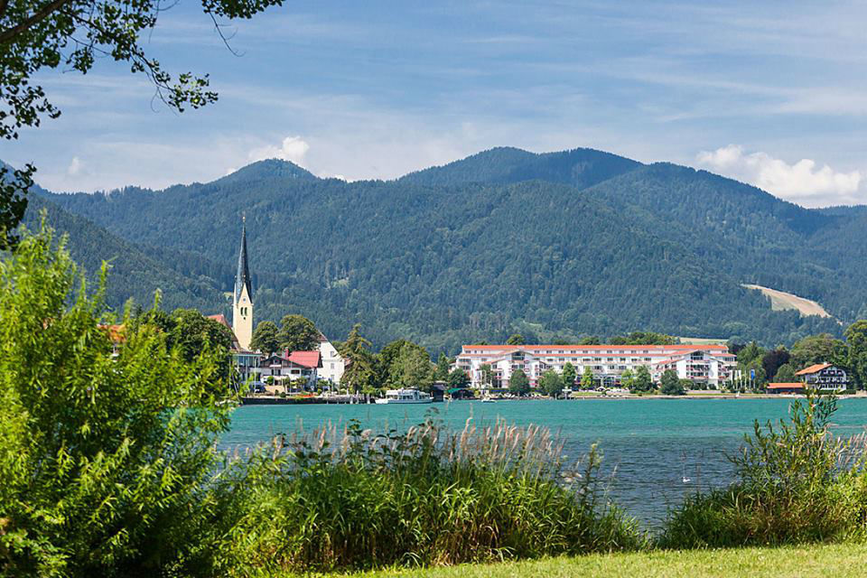 Beispiel: Ansicht von der anderen Seite des Sees, Foto: Althoff Seehotel Überfahrt.