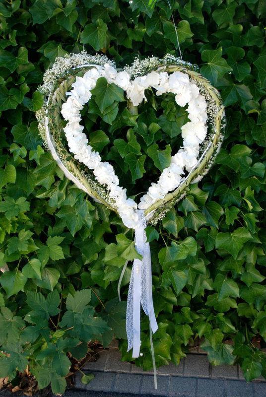 Beispiel: Herz aus Blumen, Foto: Blumen Becht.