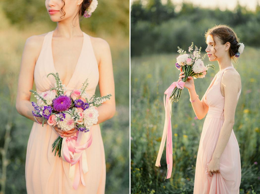 Невеста с красивым другом букетом )))
