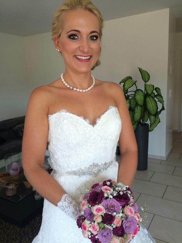 Heute wird geheiratet! Meine Braut Andrea wünschte sich makellose Haut und stark betonte Augen.