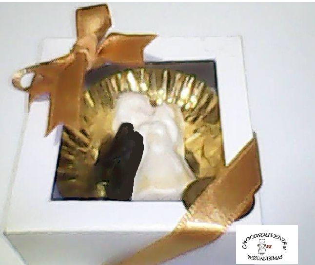 Amorosos novios de chocolate con cintas del color sugerido por el cliente