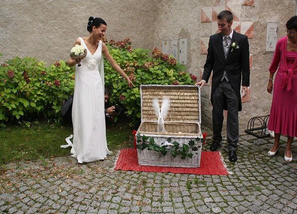 Beispiel: Tauben bringen Glück, Foto: Hochzeitstauben Michaela Kohl.
