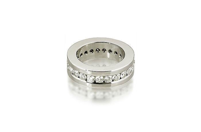 Beispiel: Einzigartige Ringe für Ihren großen Tag, Foto: Bijoux Stadelmann.
