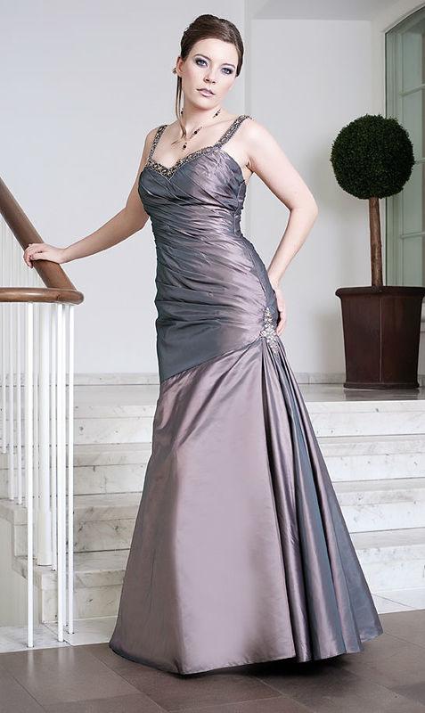 Beispiel: Abendkleid lang, Foto: Alexander Kappen Haute Couture.