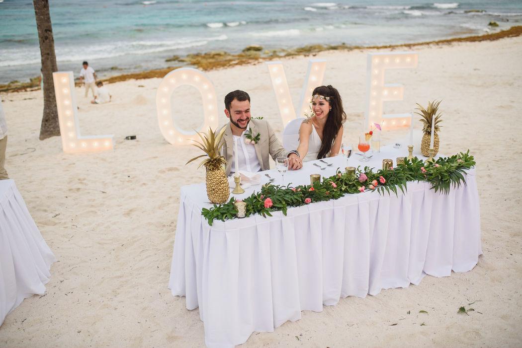 LOVE blanco en Riviera Maya