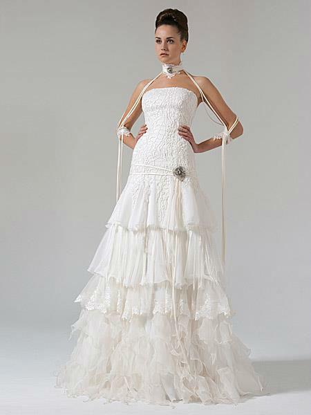Beispiel: Brautkleider mit Stil, Foto: Liluca Bern.