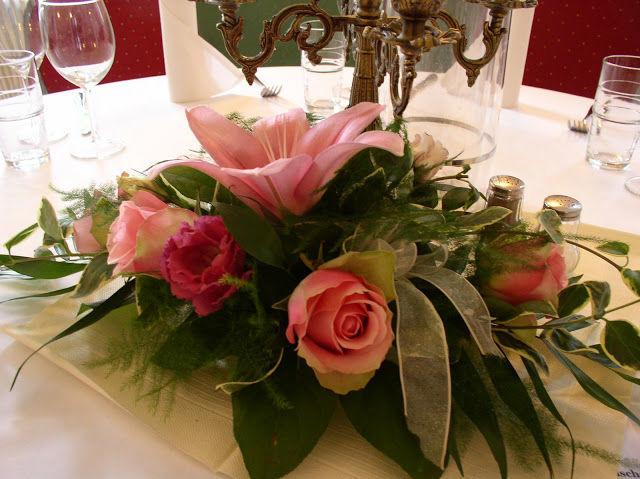 Beispiel: Tischdekoration - Blumengesteck, Foto: Schloss Neuhausen.