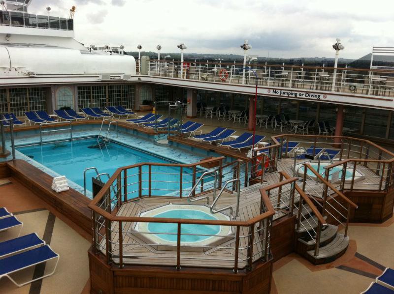 Beispiel: Pool an Deck, Foto: Cunard Line.