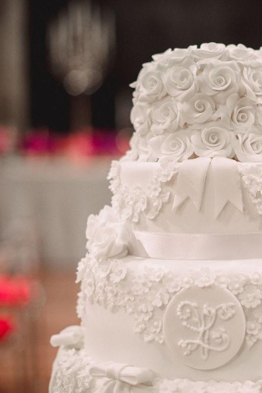 Detalhes da decoração em açúcar.  Bolo de Casamento by Maria Carrossel® Doces