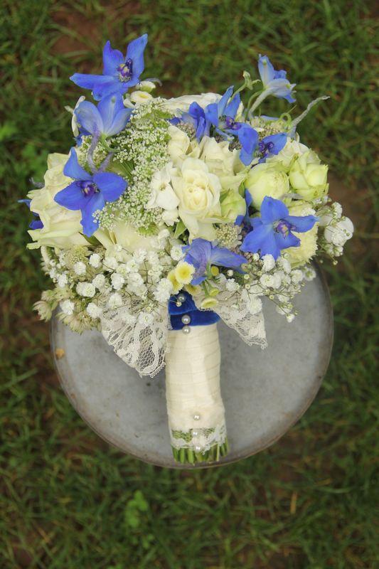 Ein blaues Kleid zum Standesamt...exakt die Farbe der Ritterspornblüten...und eine glückliche Braut.