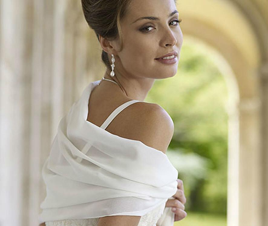 Beispiel: Stola, Foto: Magy's Brautmode.