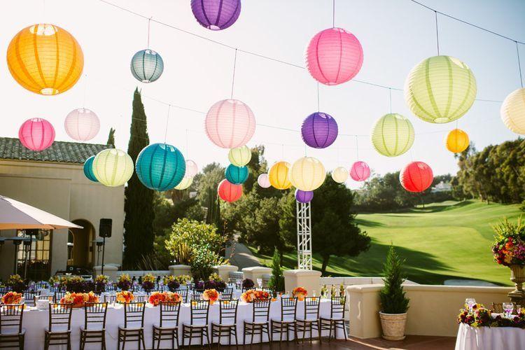 Lampionnen in vrolijke kleuren maken je trouwfeest helemaal af!