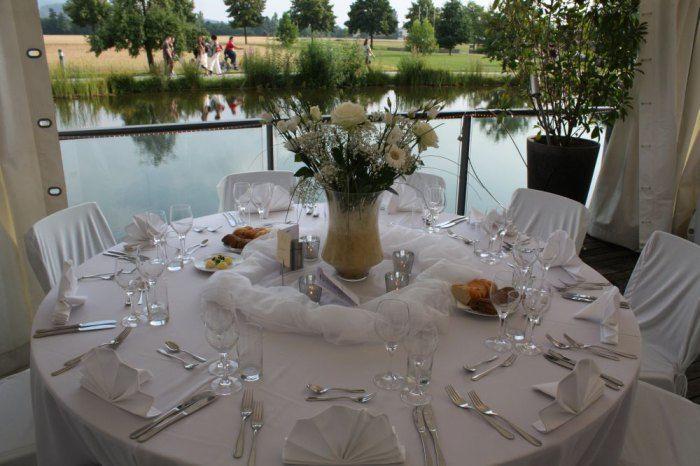 Beispiel: Hochzeitsgedeck, Foto: Delcanto.