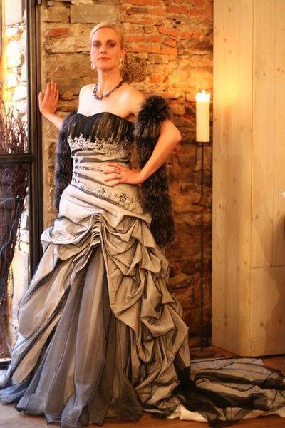 Beispiel: Individuelle Hochzeitskleider, Foto: Atelier Manuela von Haldenwang.