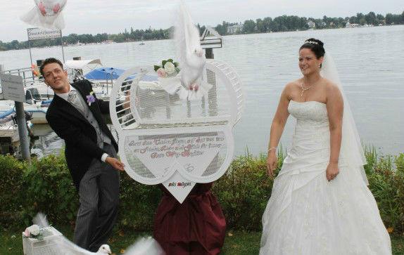 Beispiel: Hochzeitstauben, Foto: Losters Weisse Hochzeitstauben.