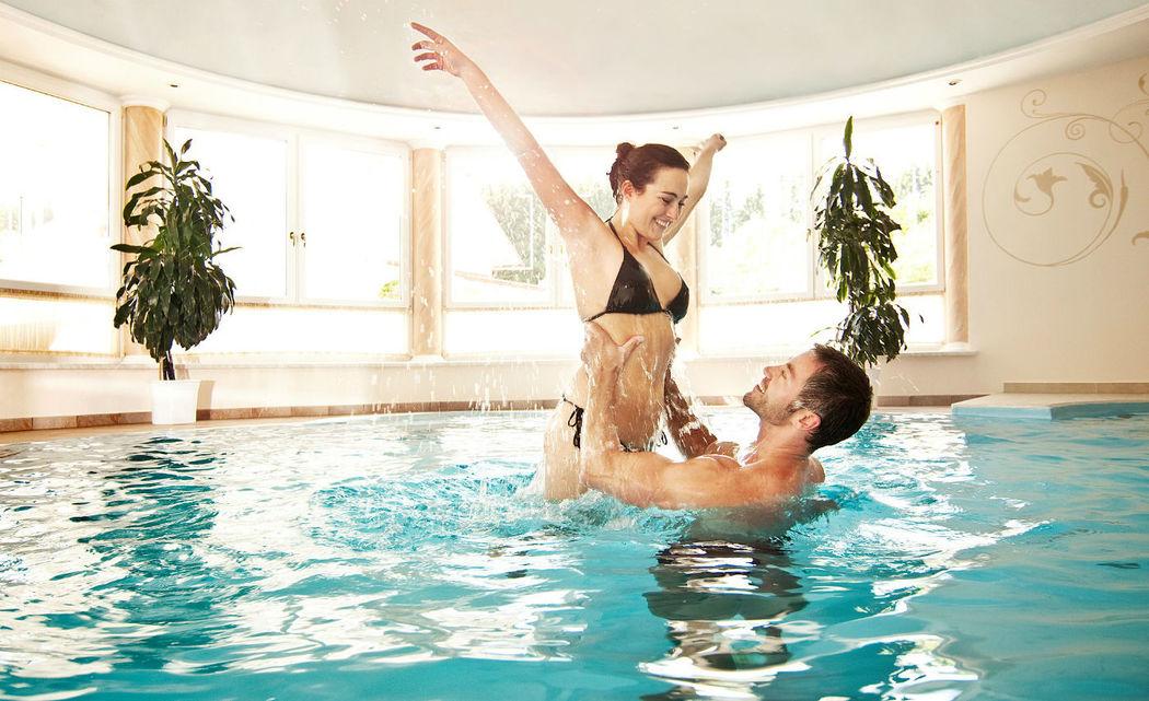 Beispiel: Swimmingpool, Foto: Loveness - Hotel BERGERGUT.
