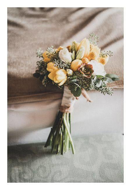 Ramo de novia con tulipanes amarillos