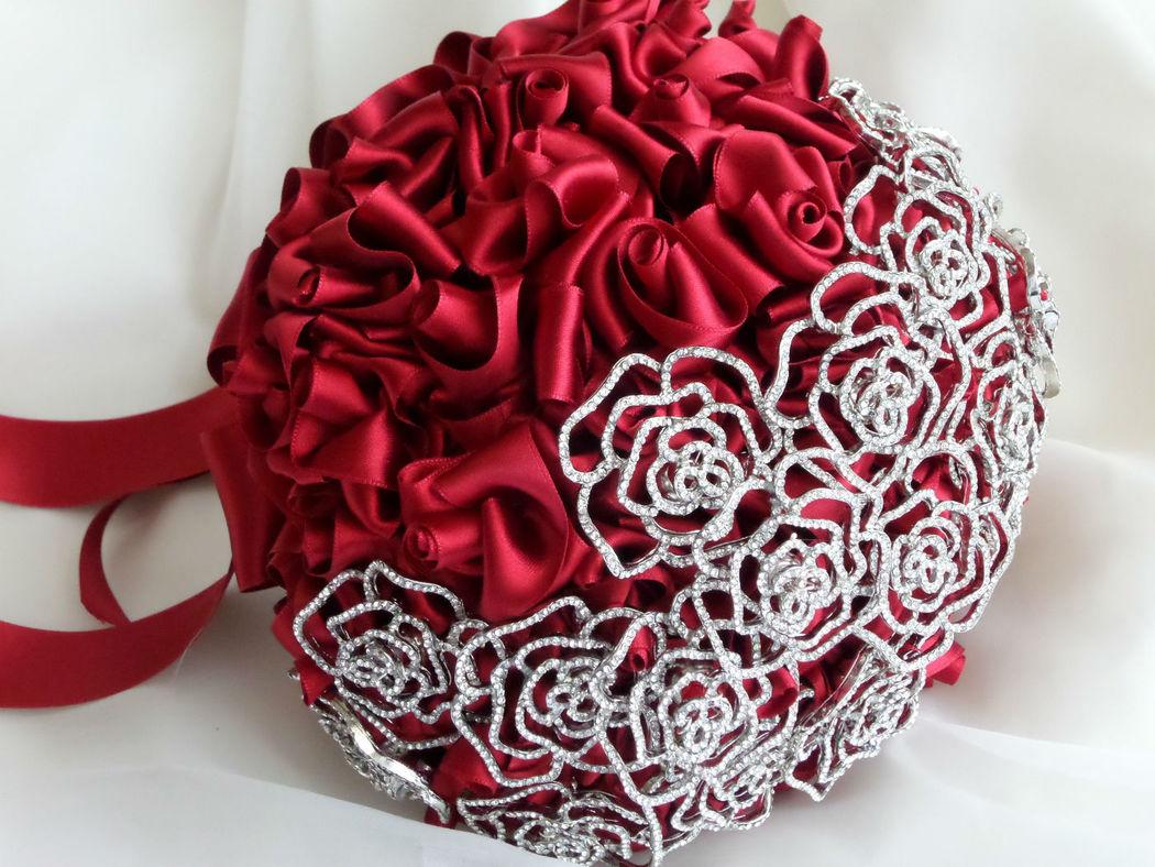 Bouquet de rosas rojas de satén