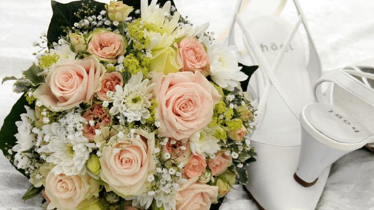 Beispiel: Brautstrauß und Brautschuhe, Foto: 4solutions Media.