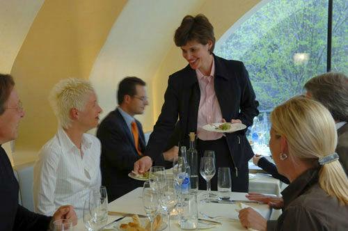 Beispiel: Freundliche Bedienung, Foto: Gasthof Sternen.