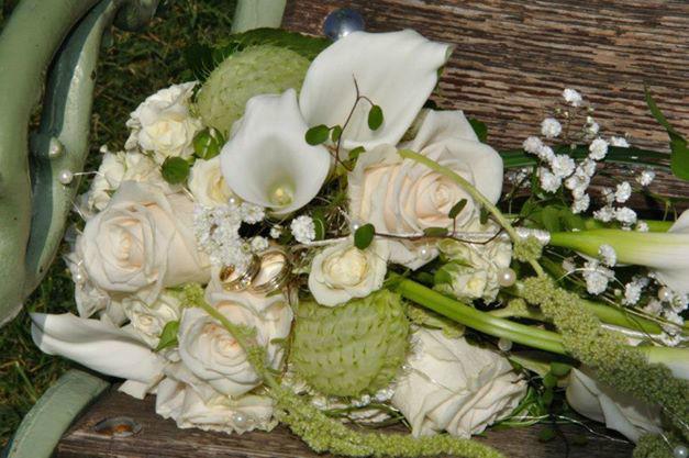 Beispiel: Hochzeitsgesteck, Foto: Blumen Christl.