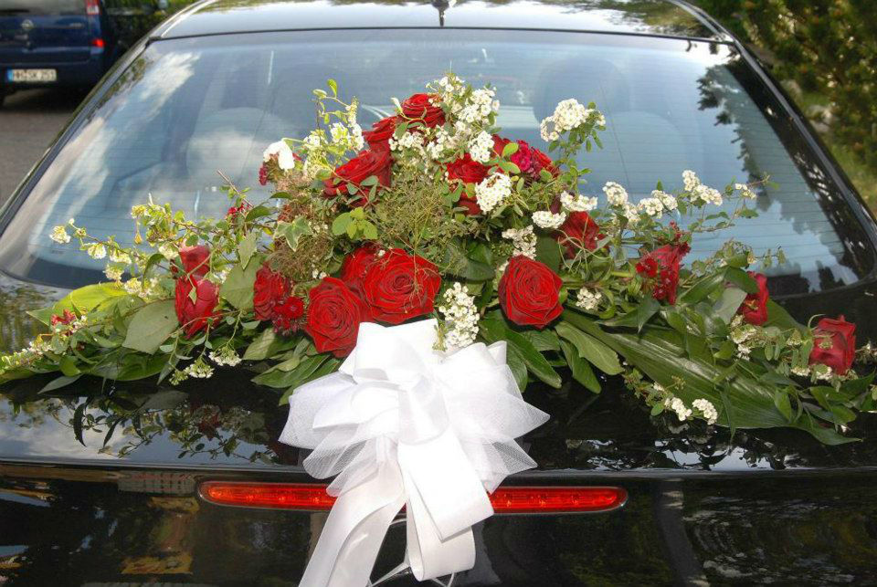 Beispiel: Autoschmuck, Foto: Blumen Zoellner.