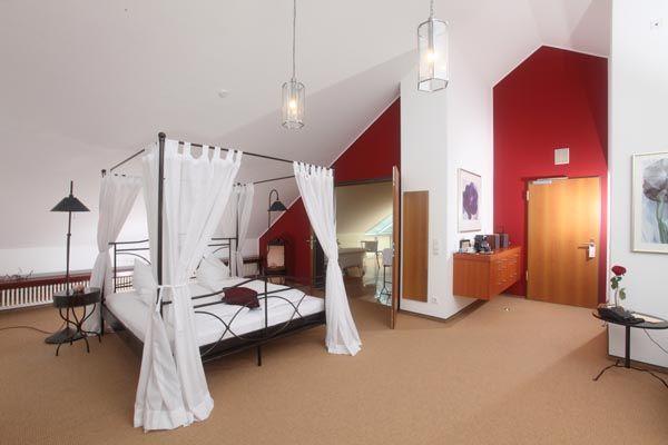 Beispiel: Zimmer, Foto: Schlosshotel Rockenhausen.