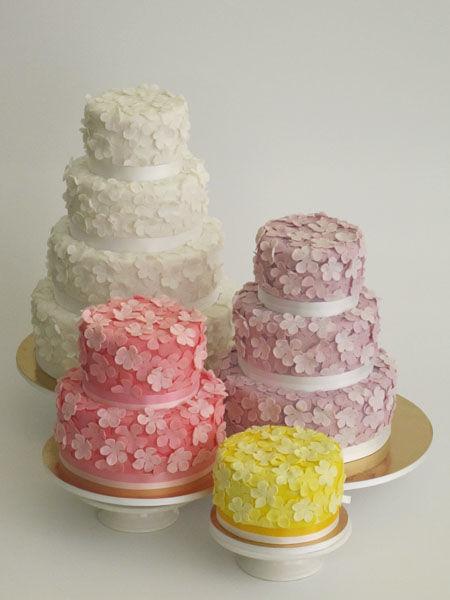 Beispiel: Hochzeitstorte Kollektion Flowerbomb, Foto: Madame Miammiam.