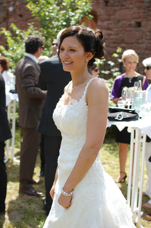 Beispiel: Perfekt gestylte Braut, Foto: B-Artists.