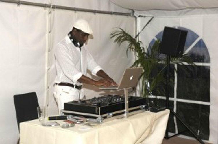 Beispiel: Dj auf der Hochzeit,Video: DJ Wilson.