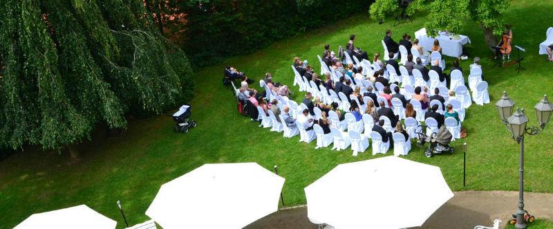 Beispiel: Freilufttrauung, Foto: Schlosshotel Rettershof.