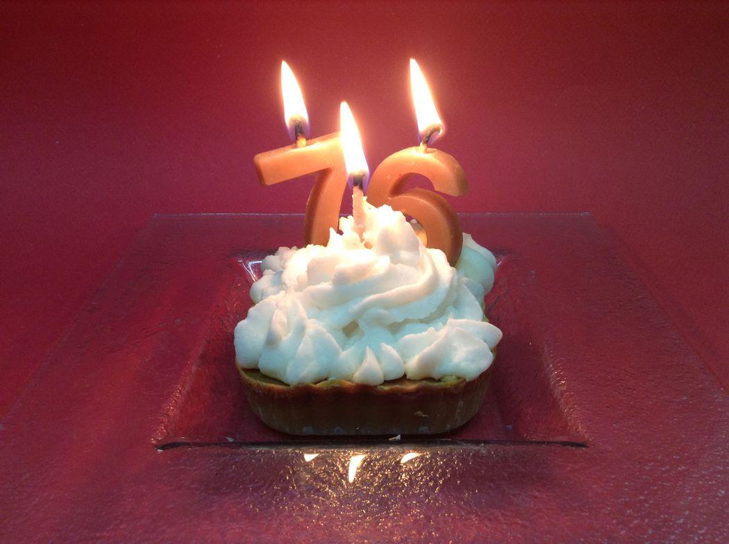 Pastel de cumpleaños, totalmente de cera.