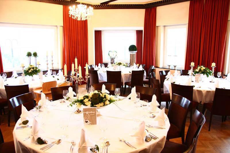 Beispiel: Festlich eingedeckte Tische, Foto: Waldhotel Zollernblick.