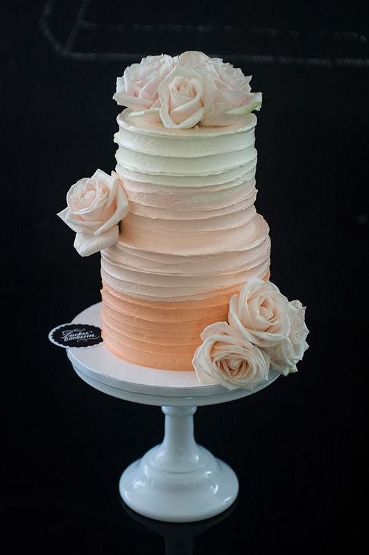 Wedding Cake Buttercreme mit frischen Rosen | Foto: Die Zuckerbäckerin