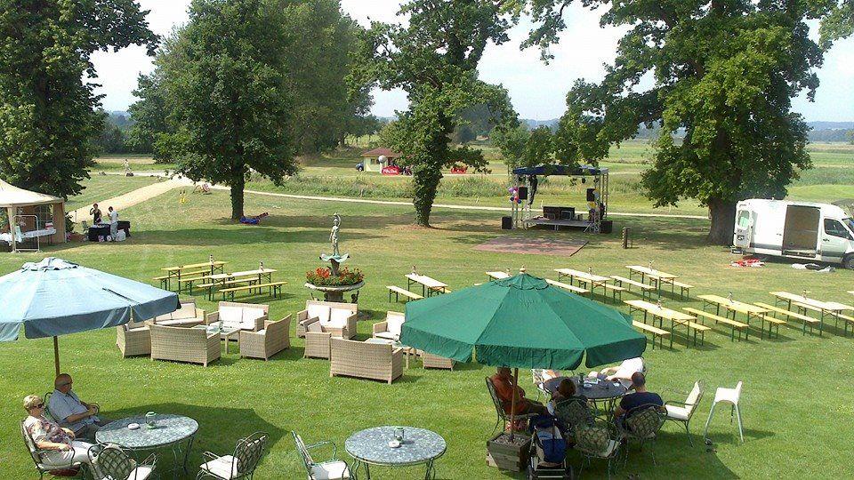 Beispiel: Terrasse und Park, Foto: Landhotel Schloss Teschow.