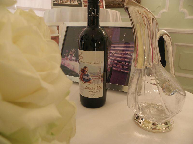 Beispiel: Die Überraschung für Ihre Gäste, Foto: Hochzeitswein - Weingut Zickl.