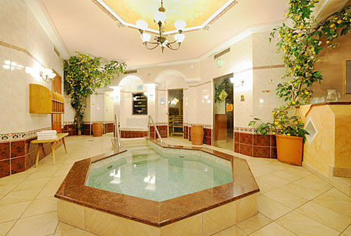 Beispiel: Wellness, Foto: Hotel Hubertushof Anif.