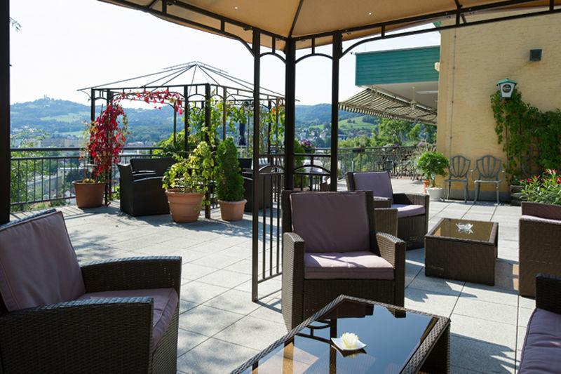 Beispiel: Terrasse mit Panoramablick, Foto: Restaurant Oberwirt.